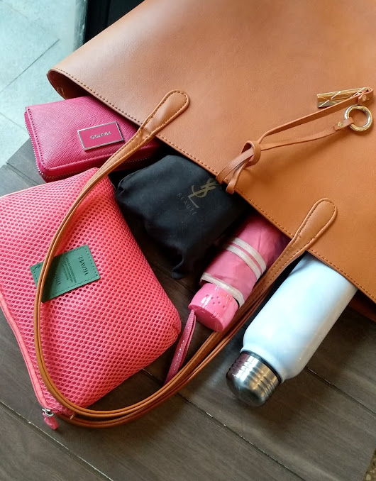 what's in my bag : everyday office bag - Nurismaya14 | Random stories about my life
