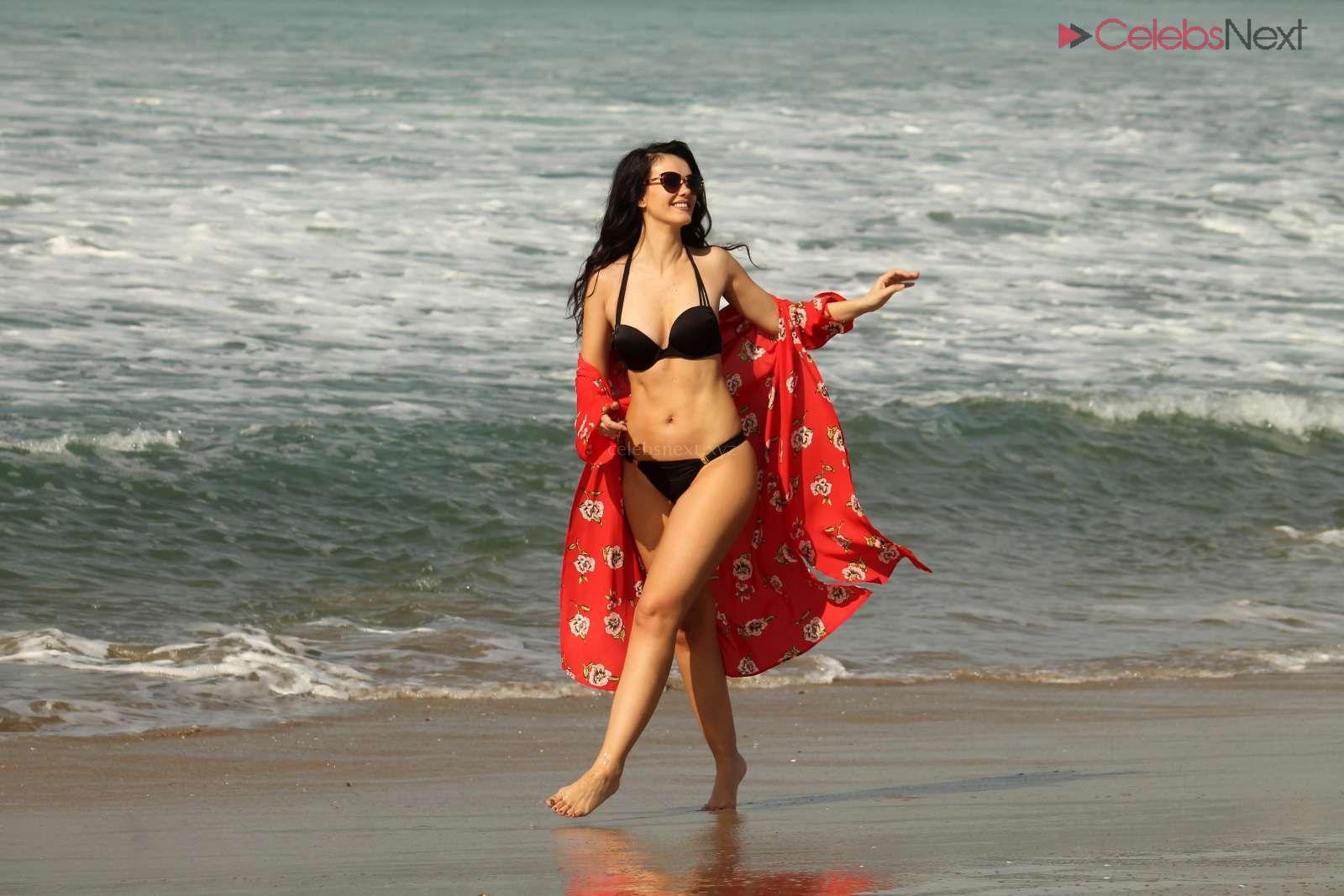 Natasha+Blasick+Creamy+body+enjoying+in+Black+Bikini+at+a+beach+in+Malibu+-+celebritybooty.co+Exclusive+001.jpg