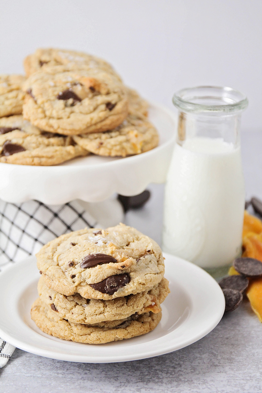These dark chocolate mango cookies have a unique and delicious combination of flavors, for a completely unforgettable cookie!