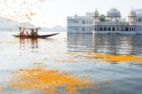 Udaipur Tourist Attraction : Lake Palace Udaipur
