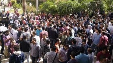 Ribuan Rakyat Unjuk Rasa di Jalan Desak Presiden Turun