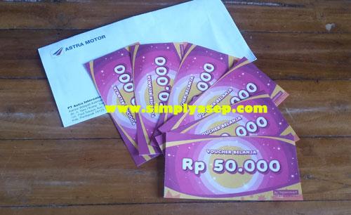 VOUCHER BELANJA HYPERMAT : Ada 6 lembar voucher belanja Hypermart dengan nilai masing masing Rp.50.000,-.  Foto Asep Haryono