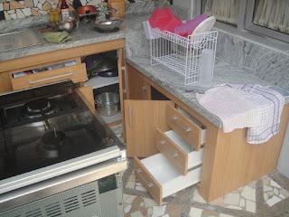 Kitchen set bentuk L ukuran total 2,65 mtr Kitchen set bagian bawah dengan cor keramik