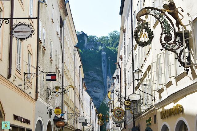Calle Getreidegasse en Salzburg, Austria
