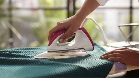 Setrika listrik yang rusak lantaran tidak sanggup panas biasanya akan menciptakan kesal pemiliknya Cara Memperbaiki Setrika Tidak Panas Paling Praktis Sesuai Kerusakannya