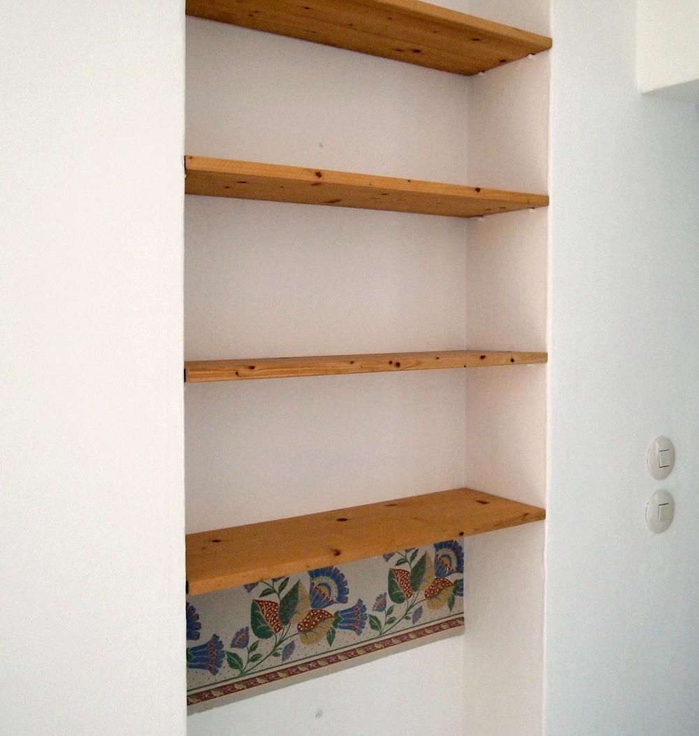 rumgekritzelt glasregal holzregal etwas blau. Black Bedroom Furniture Sets. Home Design Ideas