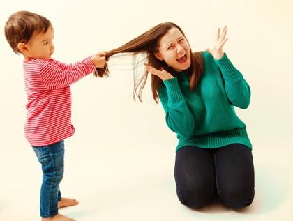 niño agresión