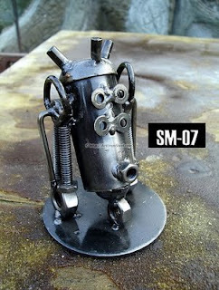 esculturas de acero.