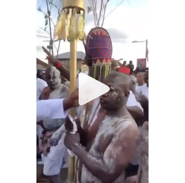 Ooni Of Ife Wearing The Most Heavy & Oldest Crown, See How Ooni Is Walking. VIDEO