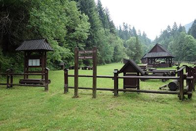 Polana Oberówka - miejsce biwakowe; pod koniec czerwca jeszcze puste