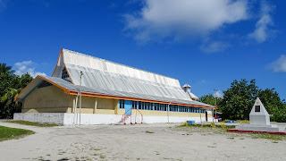 In Funafuti is the big school without aircondition