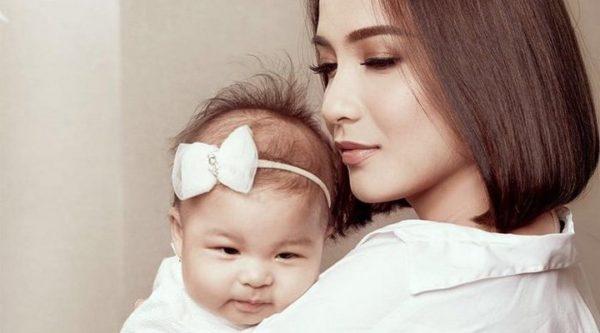 manfaat-menggendong-bayi-bagi-ibu