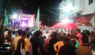 शहर में निकला मेहंदी का भव्य जुलूस, युवाओं द्वारा ध्वज फहराते हुए लगाए 'या हुसैन या अली' के नारे