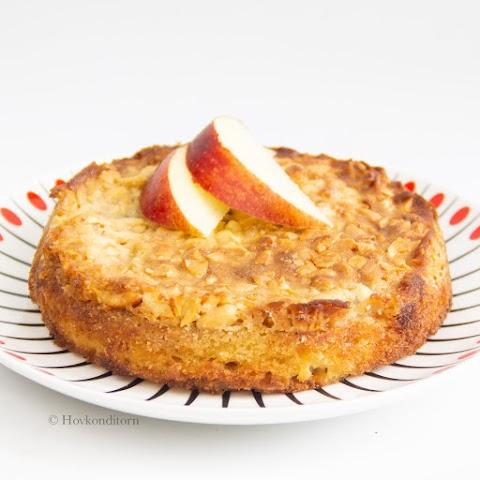 Apple Nut Tosca Cake
