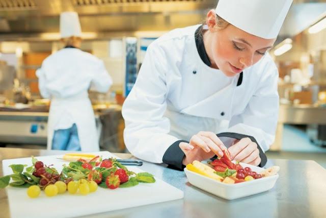 Κατάστημα στο Τολό ζητά μάγειρα/σσα και σερβιτόρο/ρα