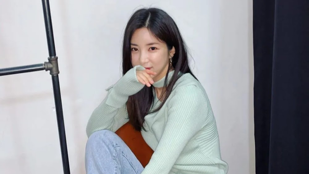 Apink's Chorong Apologizes For Drinking While Underage And Denies Rumors of Bullying
