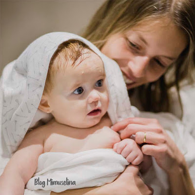 capa de baño mimuselina, como bañar a un recién nacido, trucos baño bebé, consejos baño recién nacido, blog mimuselina
