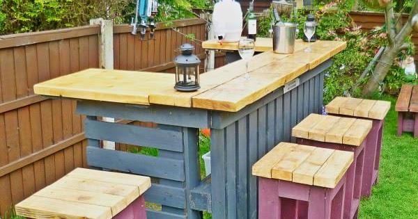 barra de bar hecha con palets construccion y