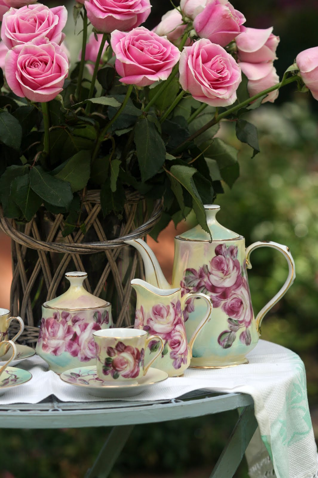 Roses In Garden: Rose Garden Tea And A GIVEAWAY