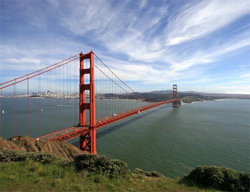 Espectacular vista del Puente Golden Gate de San Francisco o Bay Bridge (Puente de la Bahía)