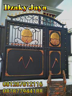 Contoh Pintu Pagar Tempa dengan Ornamen Besi Tempa Klasik.