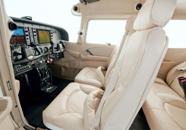 Cessna Skyhawk interior