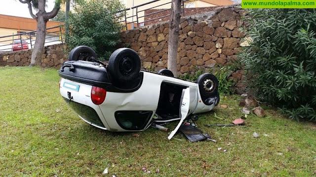 Los Bomberos intervienen en dos accidentes causados por la lluvias