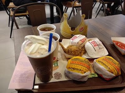 https://tyoboho.blogspot.com/2019/09/makan-burger-king-burger-yang-ada.html