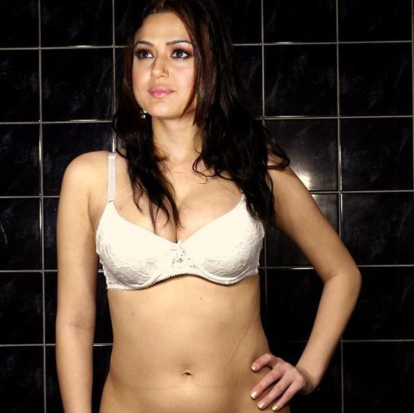 Priety Zinta Bikini 93