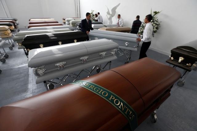 Corpos das vítimas da Chapecoense começam a chegar para o velório coletivo no Brasil