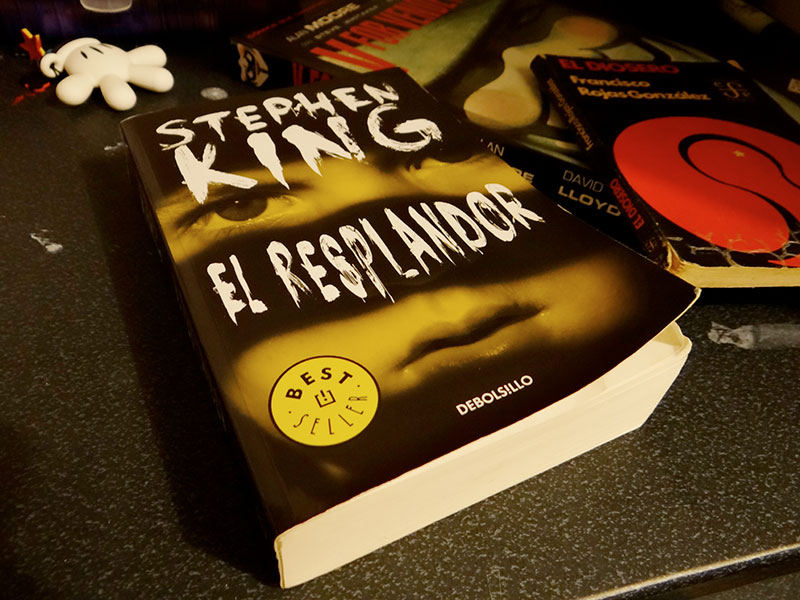 Stephen King, El Resplandor, Mano, Mickey, El Diosero, Francisco Rojas Gonzales, V for Vendetta, Alan Moore, vocabulario, palabras que no entendí