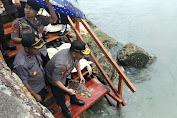 Kali ini, Kapolda Maluku bersama PJU dan Kapolres MTB Lepas Puluhan Tukik