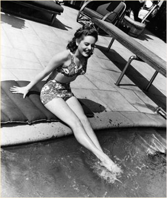 http://classiccinemaimages.com/bathing-beauties/bathing-beauties-alexis-smith/