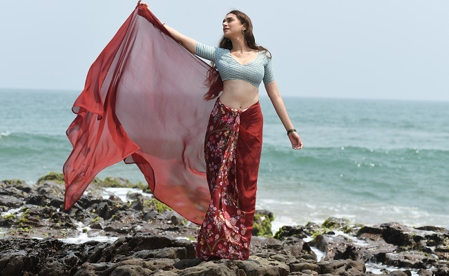 Pic Talk of the day: Aditi Raos Exhibits Her Milky Waist
