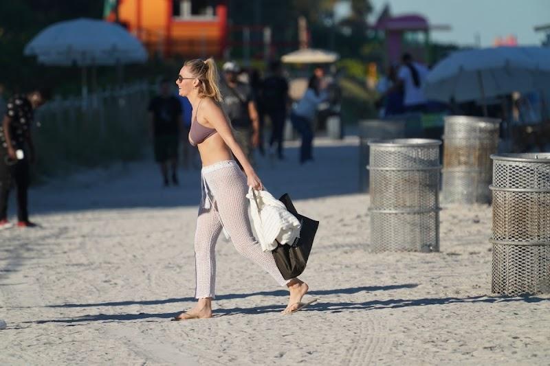 Camille Kostek Clicks at a Beach in Miami 5 Feb-2020