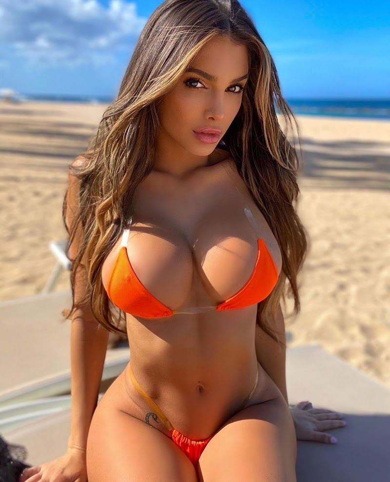 Lyna Perez  Bikini – Instagram Snap 16 Aug -2020