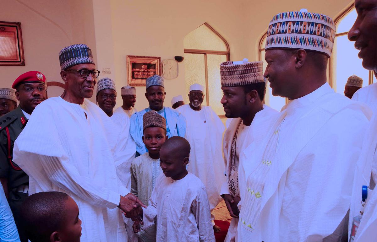 Magu, DSS DG shake hands at Aso Rock mosque (PHOTOS) 4