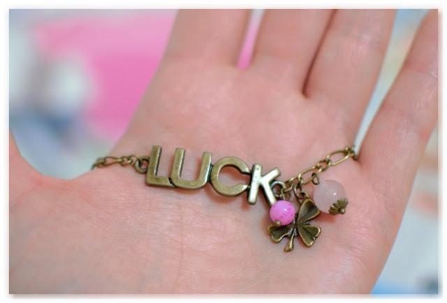 bracelet breloque Luck, trèfle à 4 feuilles et perles rose clair