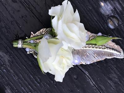 Anstecker Silberflügel für das Kind, Hochzeit zu Dritt, kleine Familienhochzeit, Riessersee Hotel Garmisch-Partenkirchen, Bayern, freie Trauung