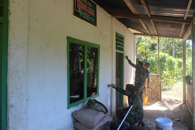 Satgas TMMD Kodim 1424/Sinjai lakukan Pengecatan Mesjid Nurul Ardi Dusun Bulo