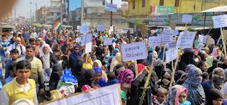 ढाका में धरने के चौथा दिन भी महिलाओं ने दिखाया दम,अधिक संख्या में बच्चे बूढ़े भी शामिल।