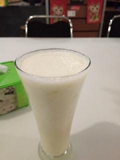 minum jus buah di wasabi food court