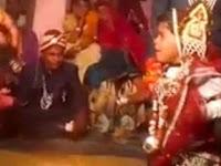 Dipaksa kawin, bocah 5 tahun ini menangis dan meraung sedih selama ritual pernikahan