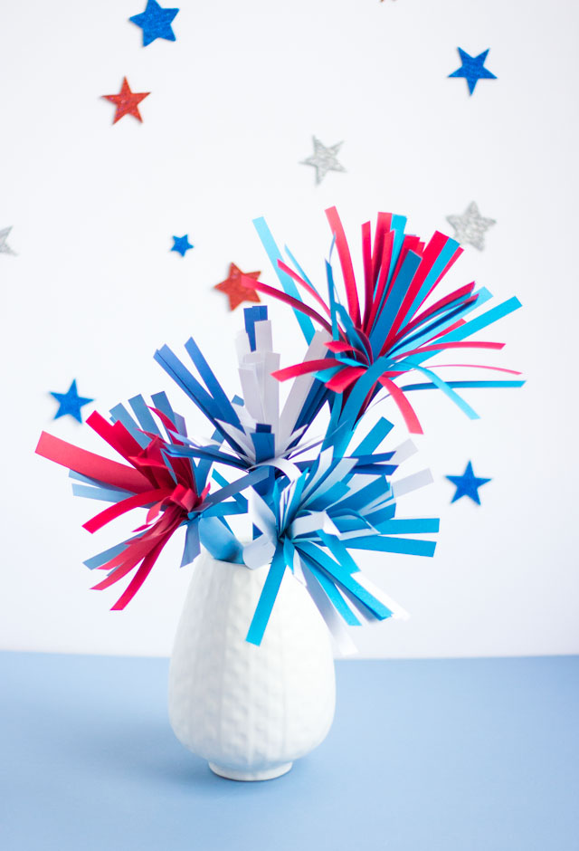 Make this simple fireworks centerpiece with fringed card stock - perfect for 4th of July party decor!