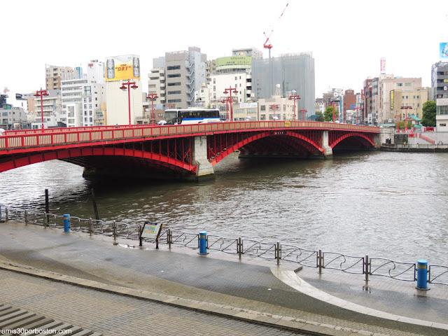 Puente Azumabashi en el Río Sumida, Tokio