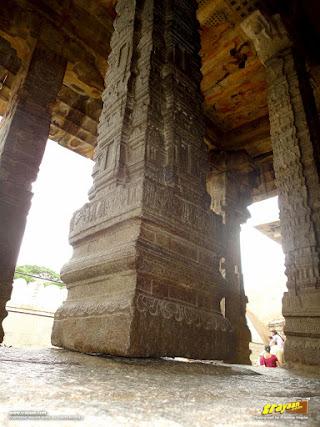 Hanging Pillar in Veerabhadra Swamy Temple at Lepakshi, in Andhra Pradesh, India