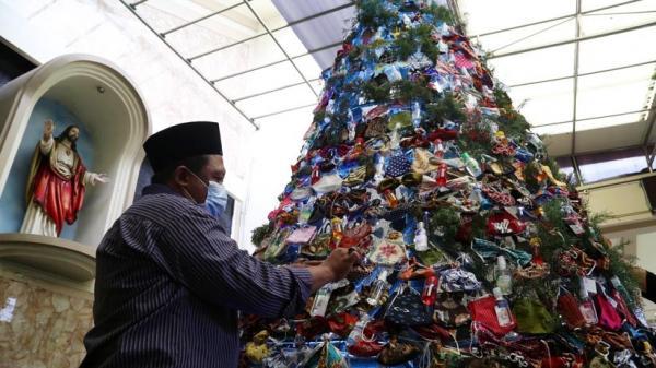Warga NU Ikutan Rangkai Pohon Natal, Tengku: Toleransi Itu Cukuplah 'Lakum Dinukum Waliyadin'