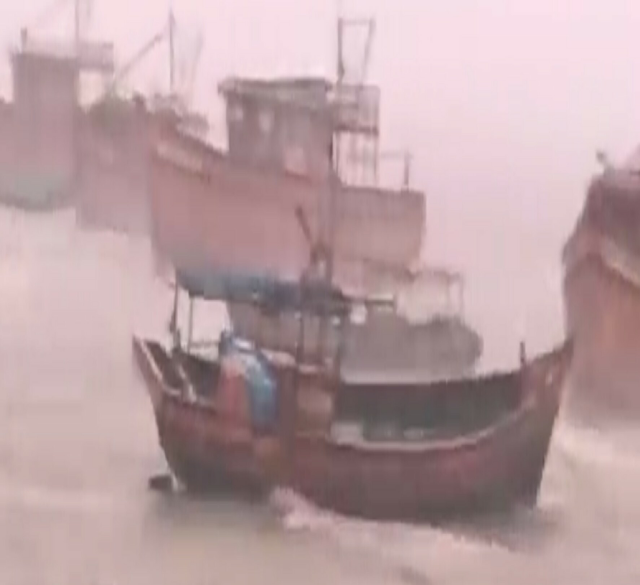Super Cyclone Amphan bears down on millions of people in India and Bangladesh