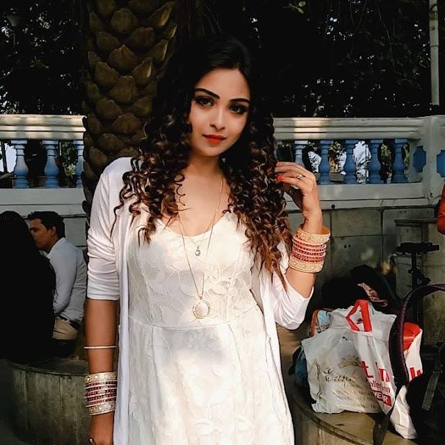 View Bhojpuri Actress Mahi Khan Hot Bikini Bra Topless Photos