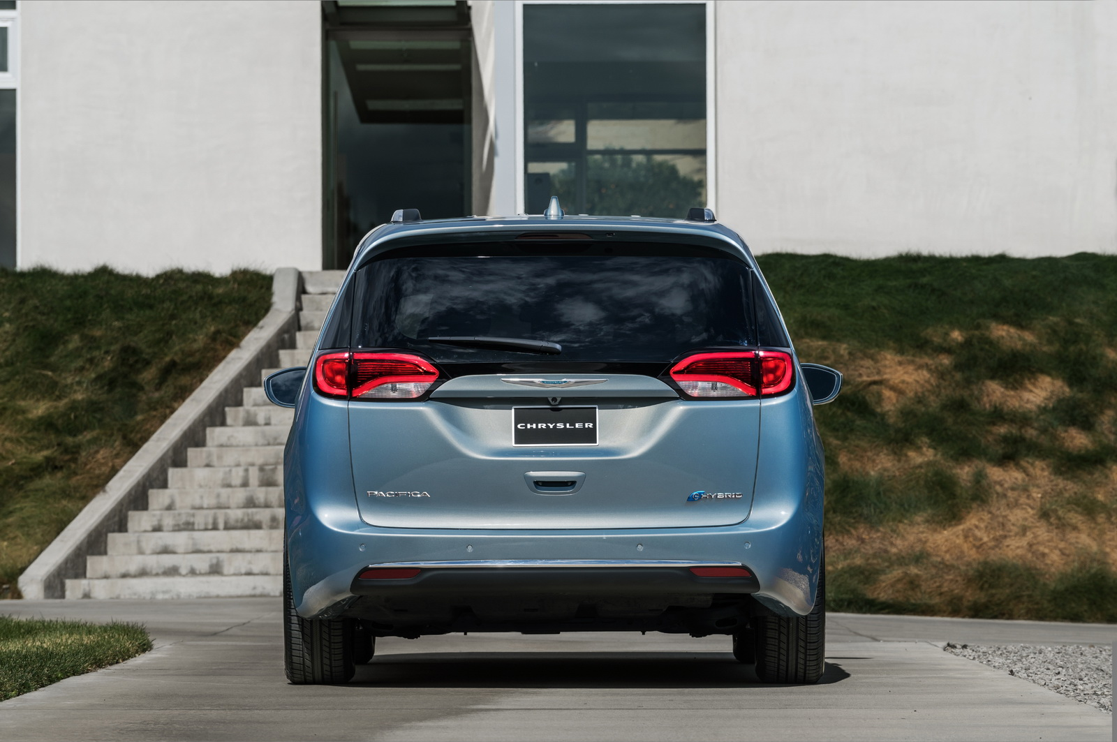 is chrysler bringing an all electric pacifica to the 2017 ces. Black Bedroom Furniture Sets. Home Design Ideas